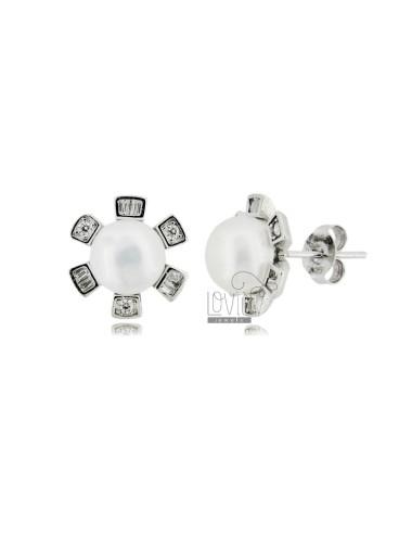 Lobe earrings with pearls...